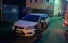 В Ужгороді пожежна машина, яка їхала на виклик, пошкодила припарковане авто