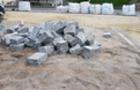 Гроші на вітер: Бруківку, якою чотири місяці вимощували центр Ужгорода, демонтують (ВІДЕО)