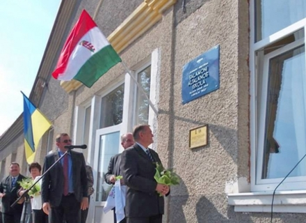 Закарпатський нардеп зареєстрував законопроект, яким в Україні забороняється використання прапорів та символіки  інших держав