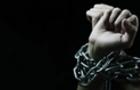На Закарпатті судитимуть чоловіка, який прив'язував ланцюгами до ліжка рідну матір і катував її