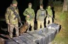 Закарпатські прикордонники зупинили три спроби контрабанди і знайшли 30 ящиків покинутих сигарет