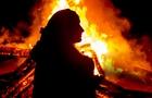 На Закарпатті пенсіонерка облила себе бензином і підпалила. Жінка померла від опіків