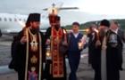 В Ужгород прибув Благодатний вогонь з Храму Гробу Господнього