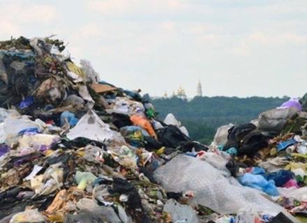 Президент Угорщини поскаржився президенту України на сміття із Закарпаття, яке річкою потрапляє до Угорщини