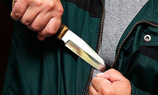На Тячівщині чоловік з ножем пограбував магазин