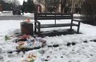 В Ужгороді з нових смітників на Слов'янській набережній не прибирають сміття (ФОТО)