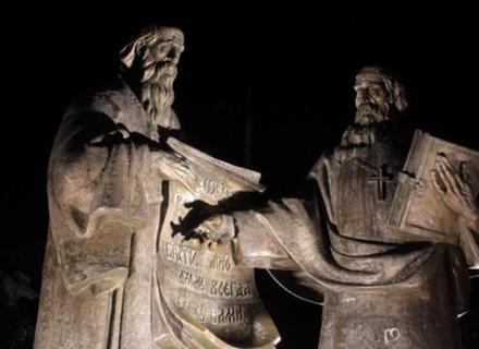 Як у Мукачеві підсвітили пам'ятники (ФОТО)