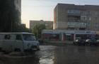 Частину нового району Ужгорода затопило через прорив на водопроводі
