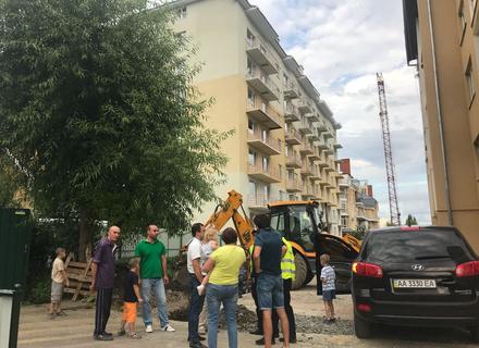 Частина багатоповерхівок у новому районі Ужгорода залишилися без електропостачання через аферу газовиків та забудовника (ФОТО)