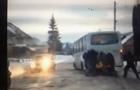 На Свалявщині пасажири штовхали автобус (ВІДЕО)