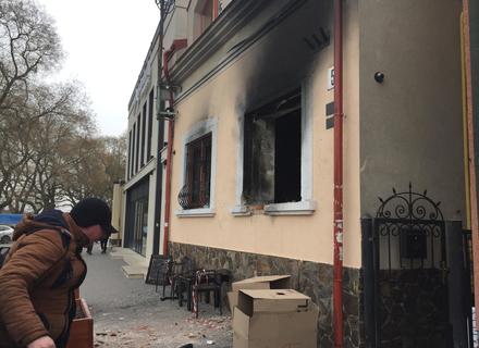 Камери відеоспостереження зафіксували, що офіс угорців в Ужгороді підірвали вибухівкою (ВІДЕО)