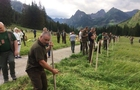 Закарпатські лісівники стали третіми на міжнародних змаганнях з косіння трави у словацьких Татрах