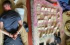 На Закарпатті поліція затримала викрадача елітного позашляховика та квартирного крадія в одній особі
