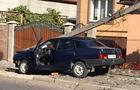 У Мукачеві стовп лінії електропередач розчавив автівку, у якій перебував водій (ФОТО)