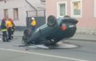 В Ужгороді сталася потрійна ДТП. Один з автомобілів перекинувся на дах