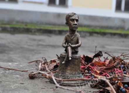 В Ужгороді з'явився міні-губернатор і міні-телевізор