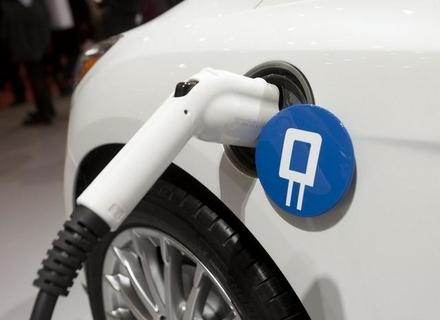 Електрокари стануть дешевше бензинових авто через 8 років: прогноз Bloomberg