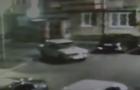Камери відеоспостереження зафіксували, як у Мукачеві двоє молодиків викрадали автомобіль, який постійно глухнув