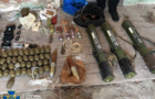 На Берегівщині правоохоронці виявили арсенал зброї у закинутому будинку